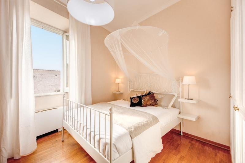 Chic Apartment Behind The Colosseum - Image 1 - Rome - rentals