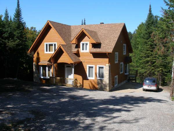Driveway view - Magnificent lake shore villa in the Laurentians - Saint-Adolphe-d'Howard - rentals