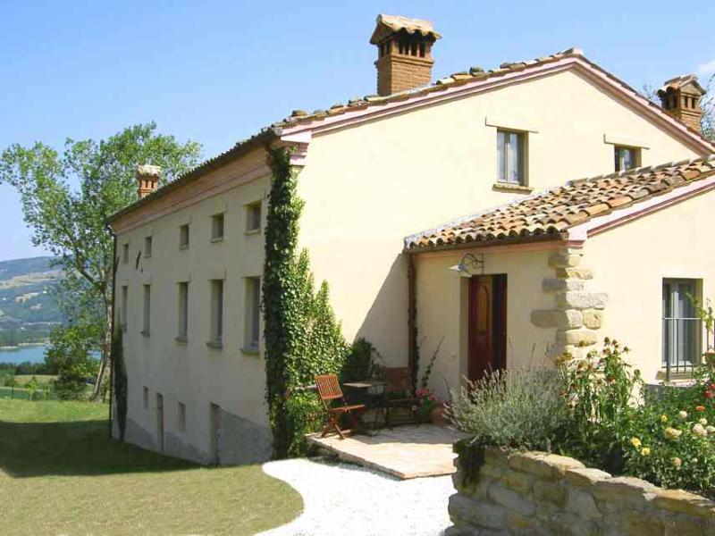 La Mirabella - the villa - Apartment with pool, great lake and mountain views - Amandola - rentals