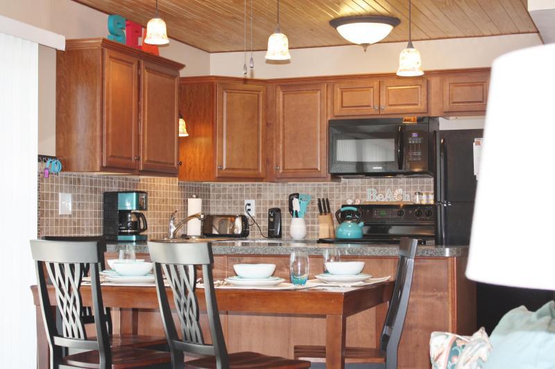 Blu By You Destin Beach Vacation Condo Rental Home Kitchen - Budget Friendly Destin Beach Vacation Condo - Destin - rentals