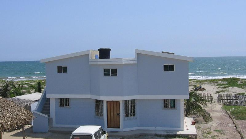 Beach front B&B - Beach Front Hotel Room #3 - Crucita - rentals