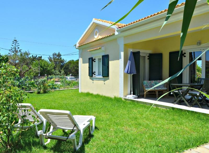 garden of villa - FLOWER VILLA 4,  2 BEDROOM VILLA - 250M TO BEACH - Perovoli - rentals