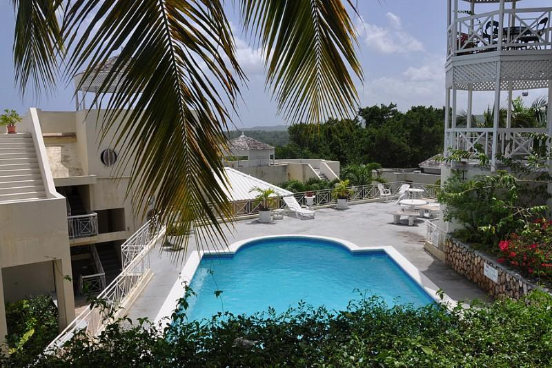 PARADISE CH -132349 - 2 BED APARTMENT - PRIVATE | SECURE TOWN LOCATION WITH POOL - OCHO RIOS - Image 1 - Ocho Rios - rentals