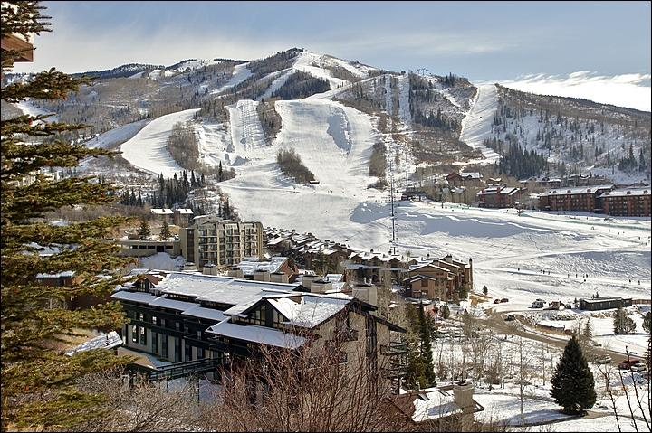 Only about 100 yards separate the building, lower left, from the ski slopes. - 2 Amazing Bathrooms, Vaulted Ceilings - Virtually Ski In Ski Out - 100 Yards to Slopes (4545) - Steamboat Springs - rentals
