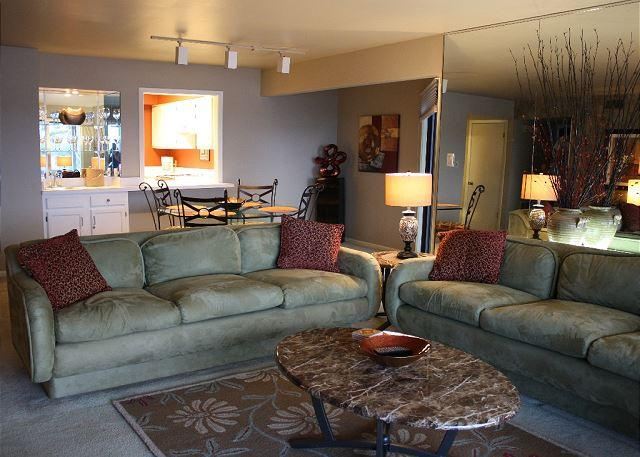 Family Room Looking Toward Kitchen - LAKESIDE RESORT CONDO COMPLEX, POOLS, TENNIS, MAIN - Hot Springs - rentals