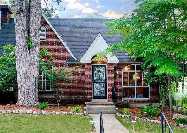 Front of the Trivista House - OAKLAWN,LAKE, DOWNTOWN!! THIS CHARMING HOME HAS IT - Hot Springs - rentals