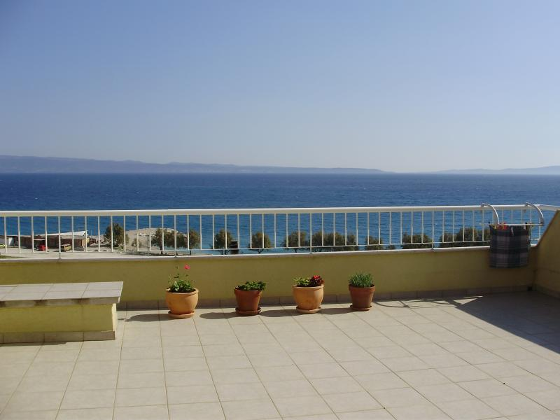 Bright and modern apartment Kus for 4 people in Split - Image 1 - Split - rentals