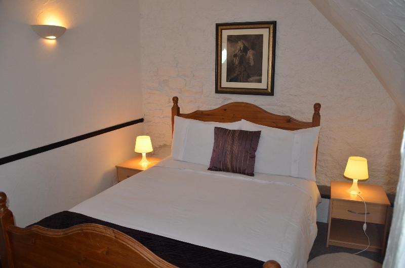 Double bedroom - family suite - B & B Family Suite for 6 - private ensuite shower - Mont-St-Michel - rentals