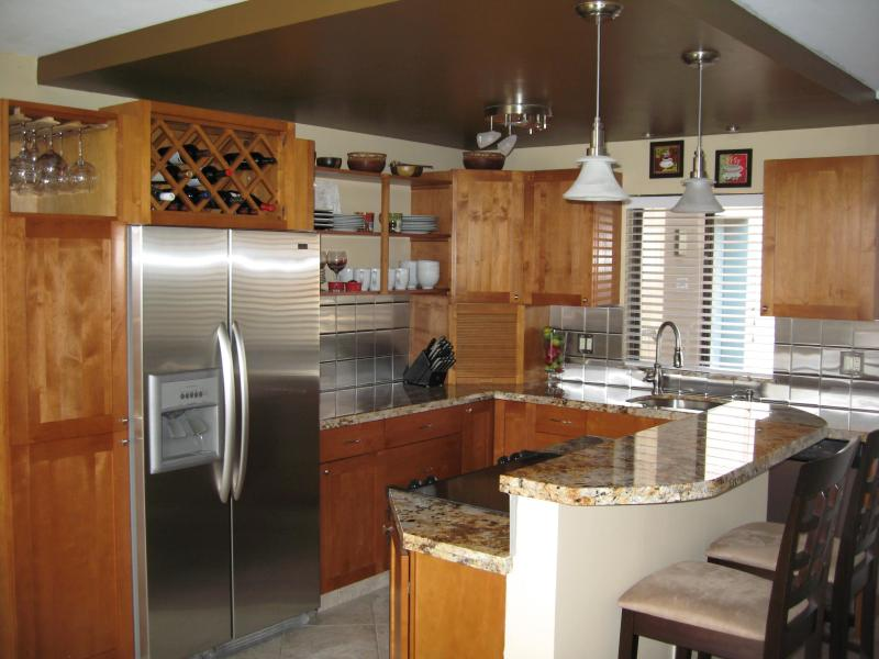 Kitchen - OCEAN/WHALE VIEWS TOP FLOOR CENTRAL AC BOOK IT NOW - Kihei - rentals