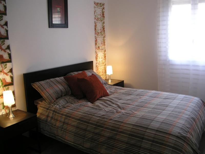 The double bedroom which has electric shutters - 1 Bedroomed apartment with south terrace & parking - Eyne - rentals