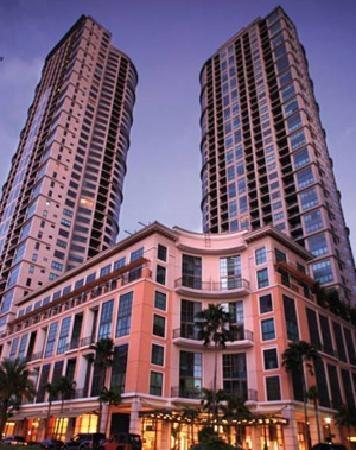 Joya building - Ideal Vacation Condo Unit Rental at Rockwell in Makati - Makati - rentals