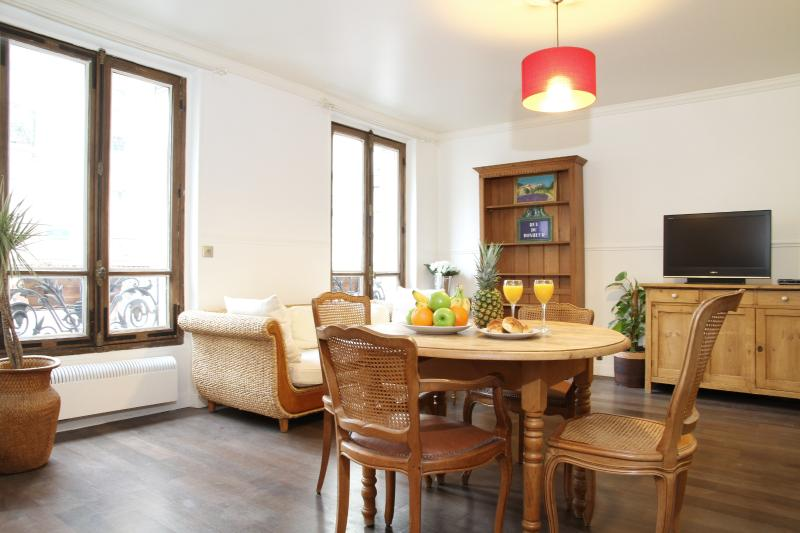 Sunny Living and Dining Area - 37. BEST LOCATION-ST GERMAIN-PANTHEON-NOTRE DAME - Paris - rentals