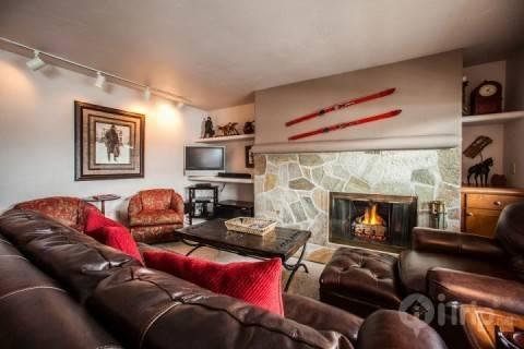 Vail Mountain Slope Views, Short Walk to Lifts, Easy Colorado Adventure Awaits! - Image 1 - Vail - rentals