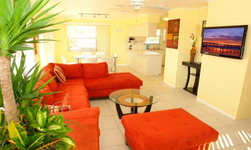 Bright Living Room with wall mounted HD-Flat-TV - BeachShell - Fort Myers Beach - rentals
