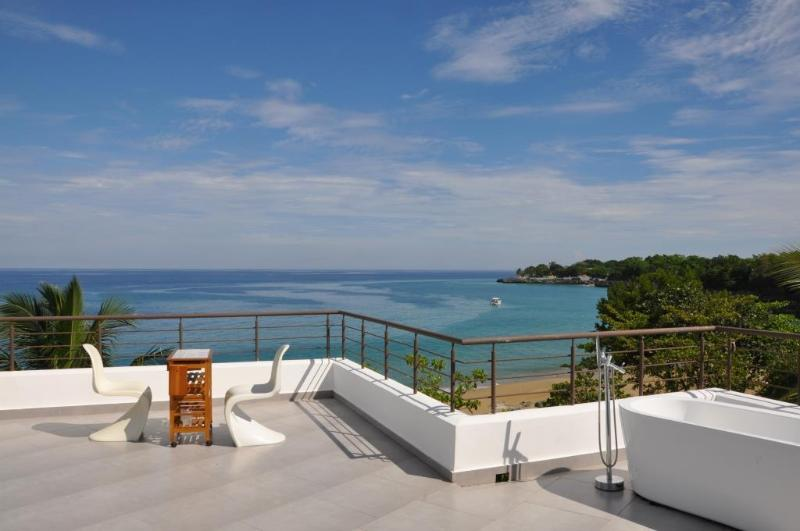 Terrace with bathtube - Luxury Beachfront Penthouse - Sosua - rentals