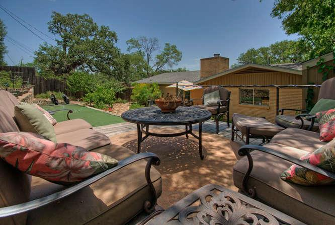 This is truly one of the coolest back yards we've ever seen! - The Top Hat - amazing 3/2 near SOCO and downtown! - Austin - rentals