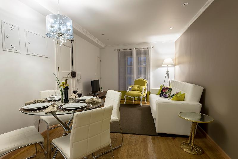Living and Dining Room - Beautiful & Charming Poet´s House - Lisbon - rentals