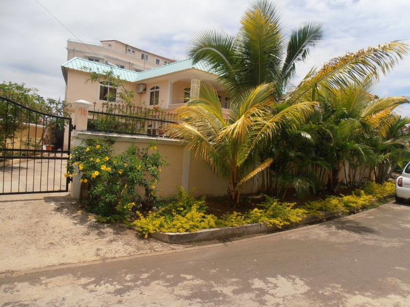 Villa in Mont Choisy with swimming Pool - Image 1 - Mont Choisy - rentals