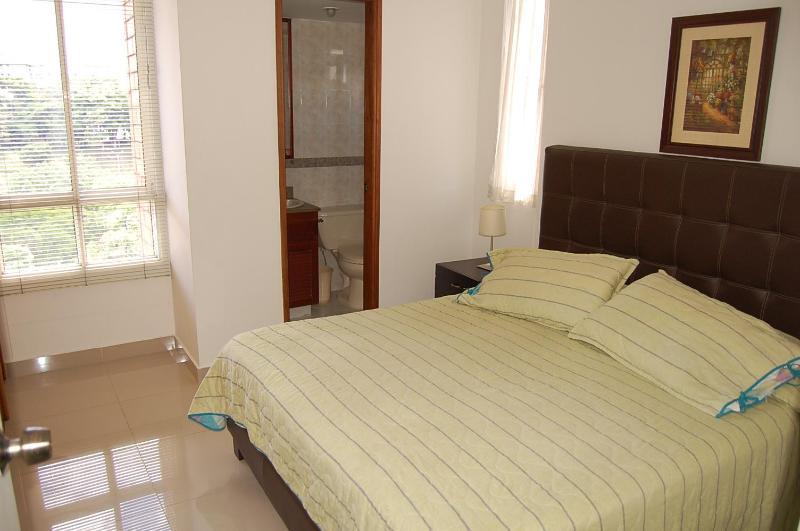 main bedroom - Great Deal, EXCLUSIVE   Medellin, 2 BDR , 2 Bath. - Medellin - rentals