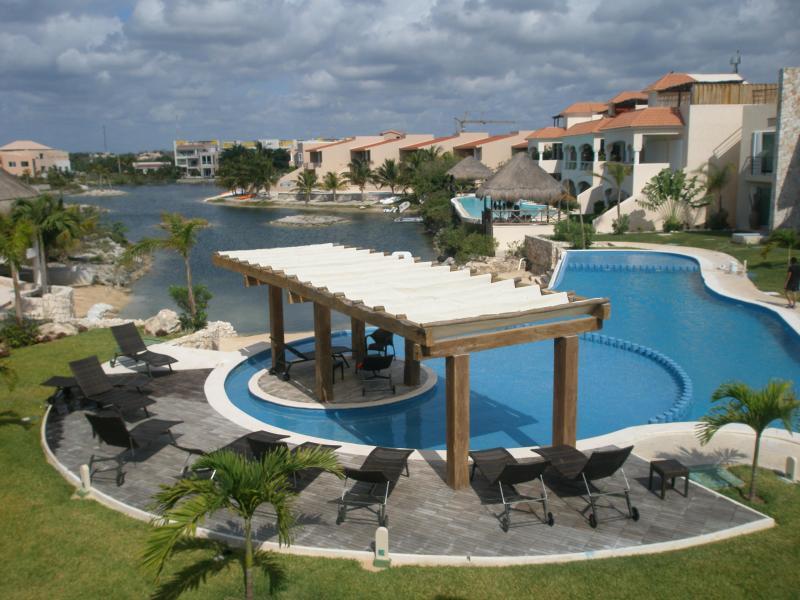 Condo View/ 30 meters From Condo - Luxury Condo Oceanfront Solarium Jacuzz Priv.2-2 - Puerto Aventuras - rentals