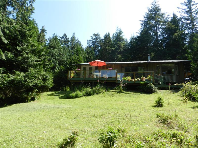 Big trees but plenty of sunshine - Saturna Gulf Islands Home Rental - Saturna Island - rentals