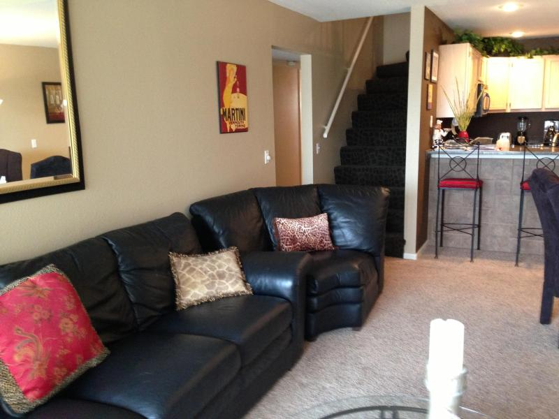 Spacious Living Room - JUST ADD WATER****FREE NITE***5 BDRMS***SLEEPS 12* - Osage Beach - rentals