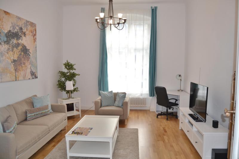 Spectacular 1 Bedroom Apartment in Berlin Near Ku'Damm - Image 1 - Berlin - rentals