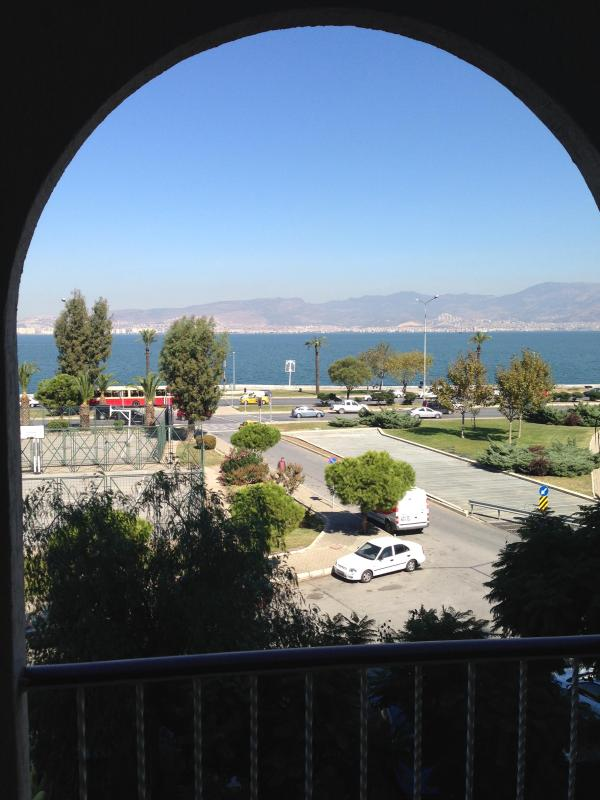 Apartment in the Center of Izmir, sea view flat, 150 meters distance from the sea,  most beatiful place in Izmir / Turkey - Image 1 - Narlidere - rentals