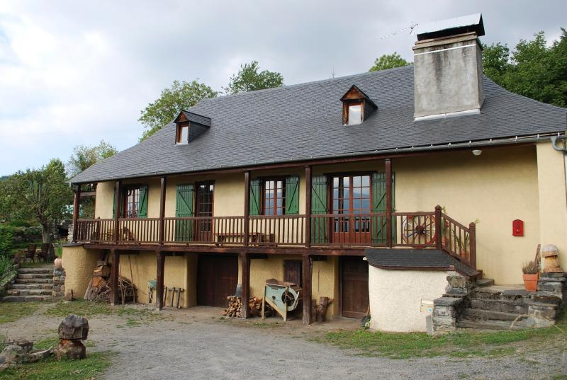 Mountain Chalet 3 * in the heart of a small Pyrenean village. - Image 1 - Hautes-Pyrenees - rentals