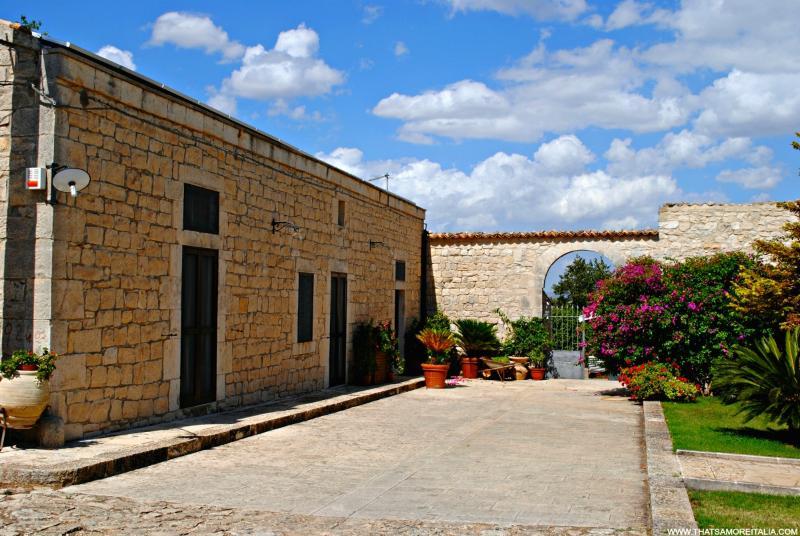 Villa Rassabia nature and relax in Modica - Image 1 - Marina Di Modica - rentals