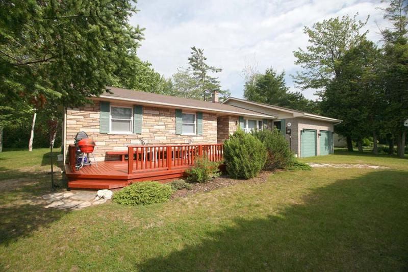 Sunflower Cottage (#821) - Image 1 - Sauble Beach - rentals