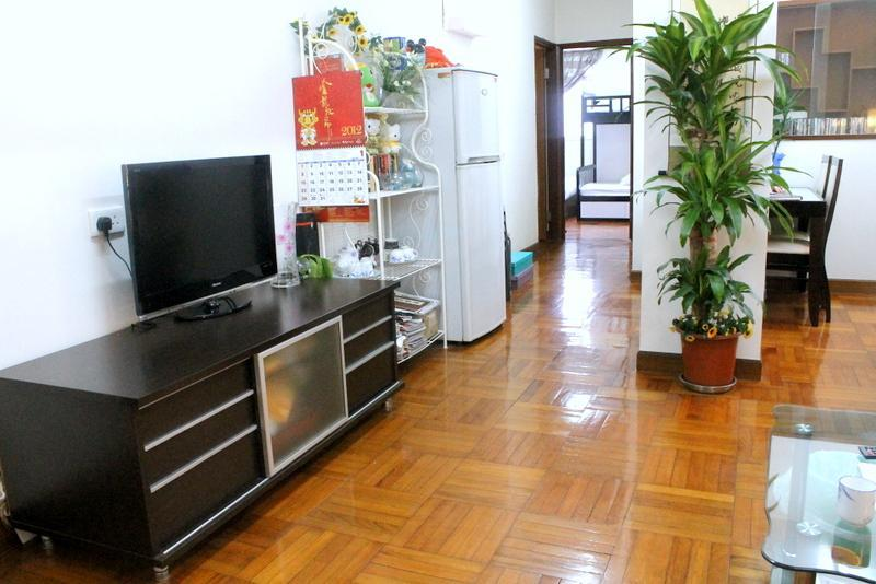Spacioud living room - 3 Bedroom Apartment fits 14 People in Mong Kok - Hong Kong - rentals