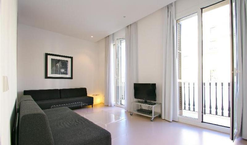 Big apartment for 9 guests, ideal for groups! - Image 1 - Barcelona - rentals