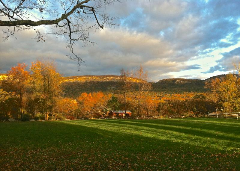 Year round views - Restorative Farmhouse_180 degree Cliff Views - New Paltz - rentals