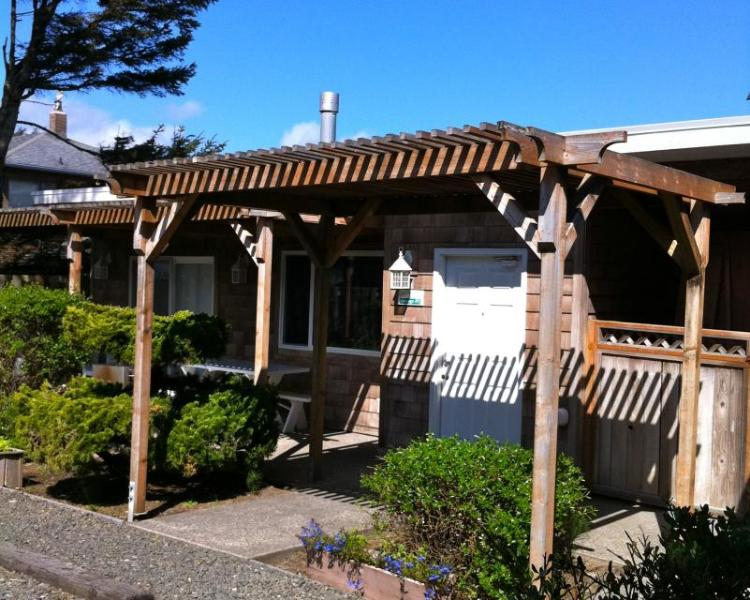 Sandals Spa Suite & Oceanside Cabana - Image 1 - Cannon Beach - rentals