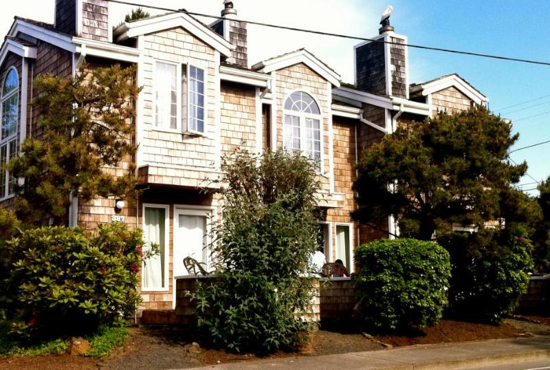 Pacific Surf Townhouse - Image 1 - Cannon Beach - rentals