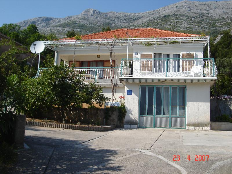 4+2 apartment 40 m from the sea, large terrase. - Image 1 - Kuciste - rentals