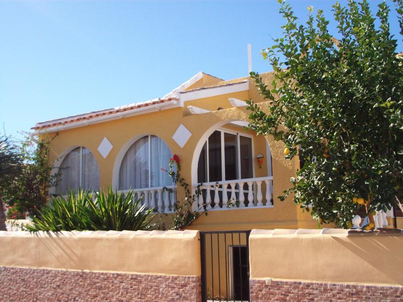 Front of villa - Villa Paloma - 2 bed villa with private pool - Mazarron - rentals