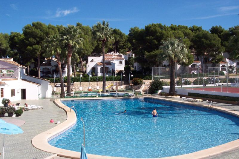 large site swimming pool and bar area - 2 bedrm grnd floor,garden apartment + a/c /heating - Javea - rentals
