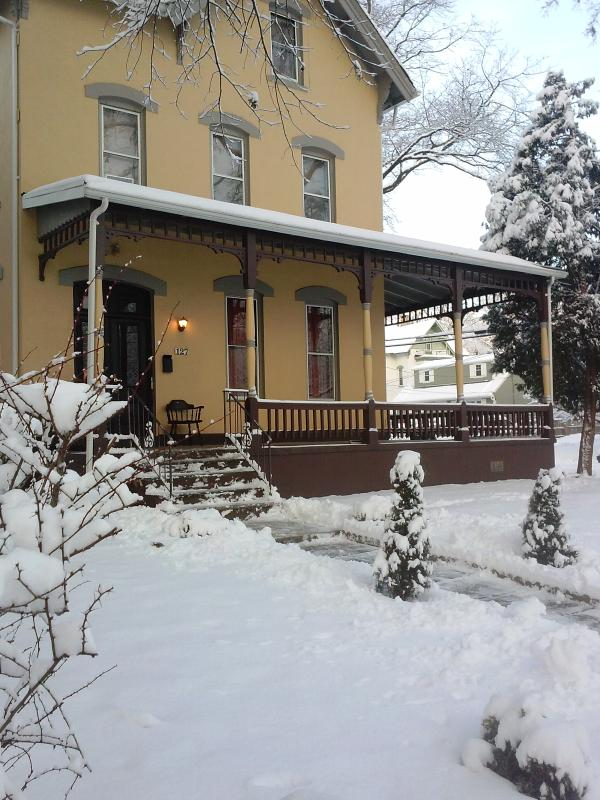 SPECIAL Washington Park Victorian Suite DEAL - Image 1 - North Plainfield - rentals