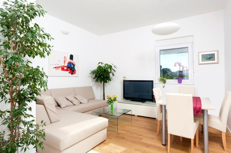 Deluxe one bedroom apartment with private garden - Image 1 - Podstrana - rentals