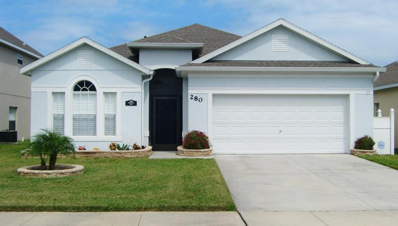 Front of Vacation Home - Spacious 4 BR Kissimmee/Orlando Villa With Pool - Kissimmee - rentals