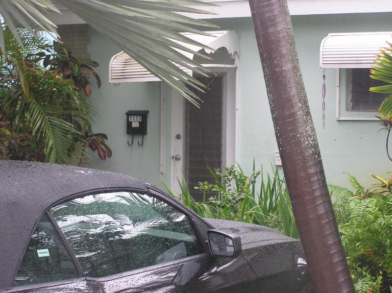 Parking space and front door - One Bedroom Apartment in East Ft Lauderdale - Fort Lauderdale - rentals