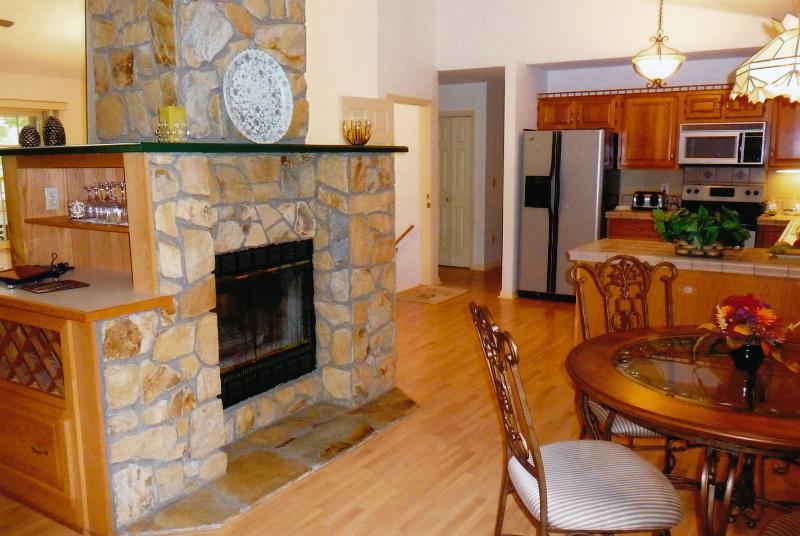 Kitchen and Breakfast nook - 3,500 sq. ft. - 3 1/2 Bath - Near Ski Resort - Maggie Valley - rentals