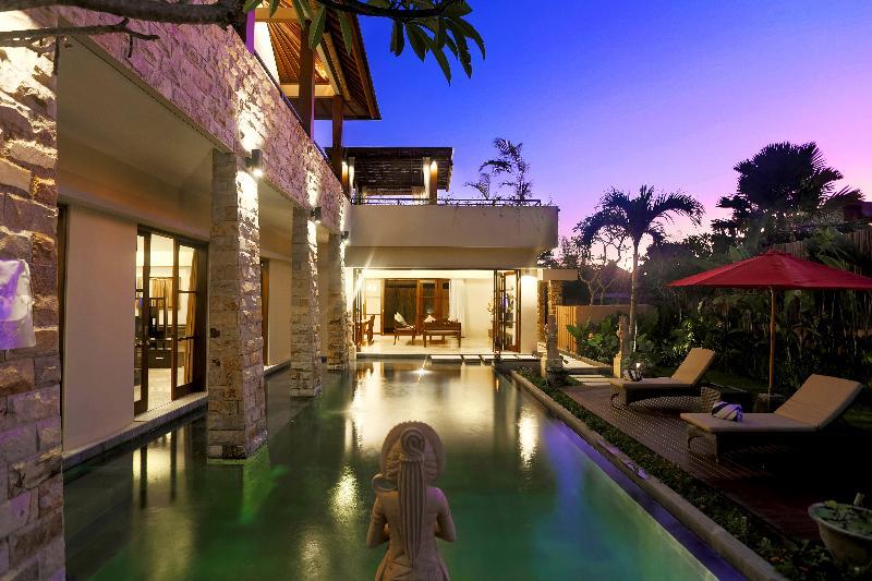 Villa Swimming Pool - Villa Kumuda - Tranquil 3BR Villa Near Echo Beach Canggu - Canggu - rentals