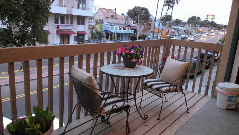 Upstairs outdoor patio for people/fireworks watching - 49 Steps 2 - The ♥ of Mission Beach! - Pacific Beach - rentals