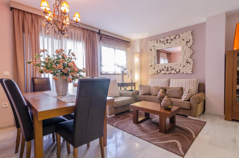 General view of the apartment. Well and profesional decoration a perfect flat to be quite and safe - luxurious and calm  flat  50 meters from the beach - Almunecar - rentals