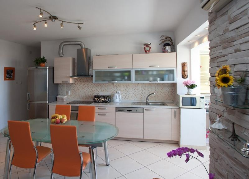 Romantic sunny apartment with a stunning view - Image 1 - Split - rentals