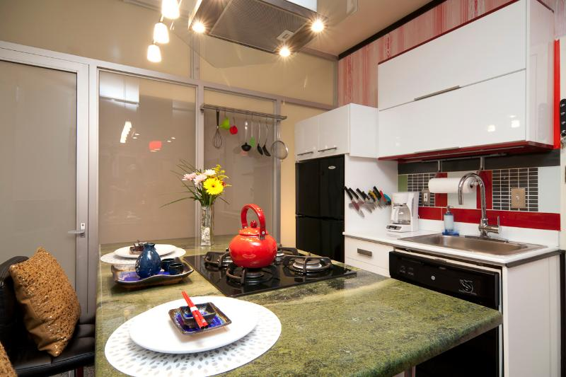 MIN 30 DAYS   Modern 1.5 Bedroom Suite Near Subway - Image 1 - New York City - rentals