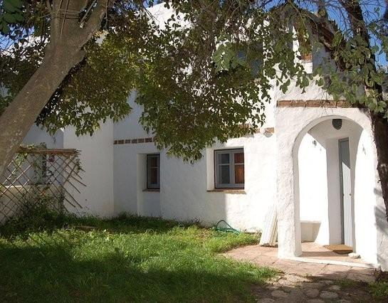 Casa Cañas has a grassy area outside the front door (through the arch) - Casa Cañas - Rural/beach house for 4 - Barbate - rentals